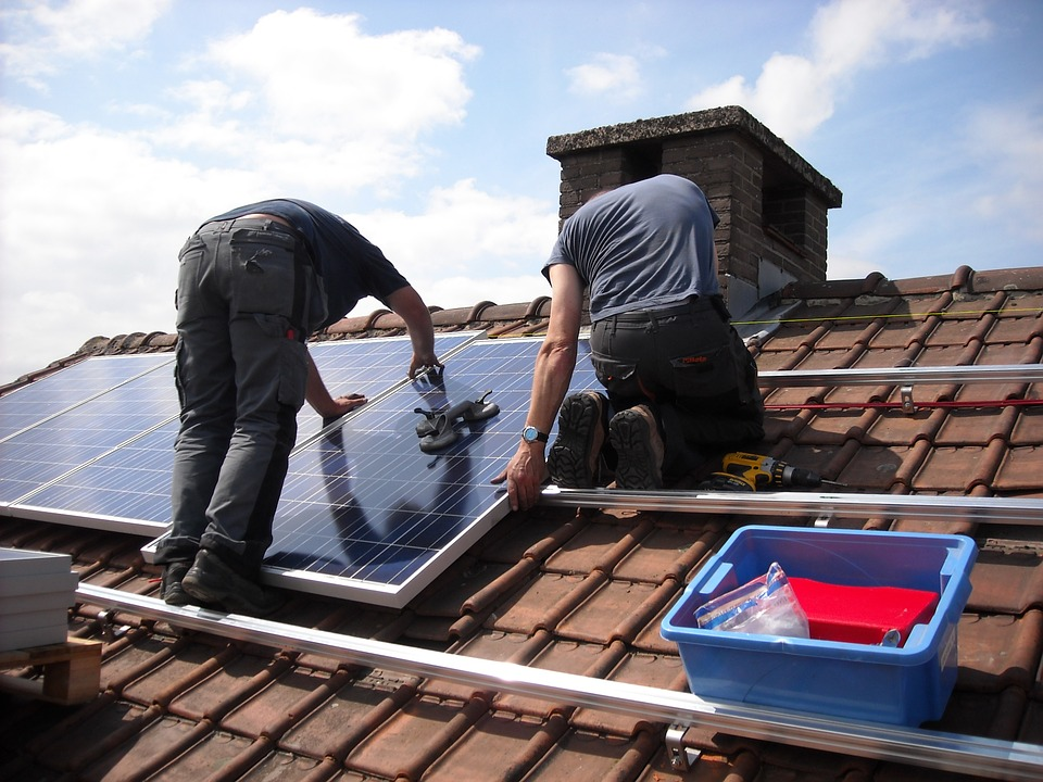 Difference Between a Professional and DIY Solar Installation